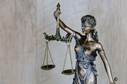 Przepisy i zmiany prawne związane z koronawirusem